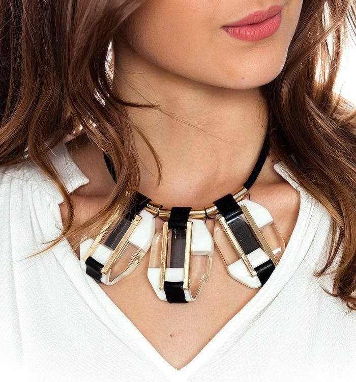 f0838f279a48 Collar maxi piedras en acrílico con detalle en cuerina
