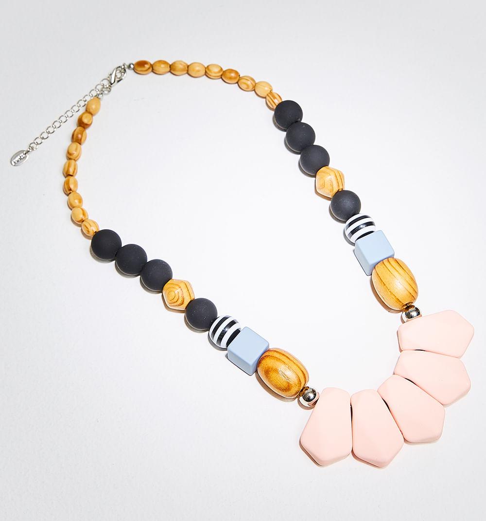 d54b6f06a8b1 Collar Con Piedras Y Texturas De Madera
